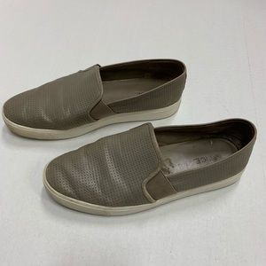 Very clean leather loafers